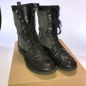 Lightly used lace up boot